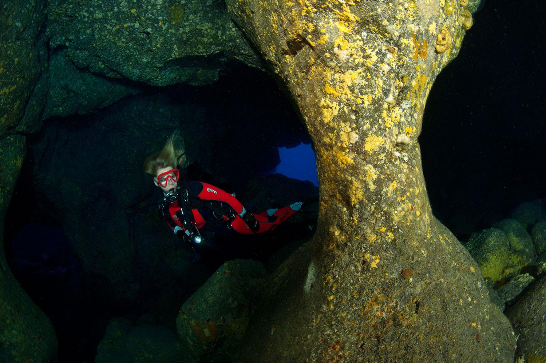 Hawaii - Höhlensystem mit Taucherin Iris Thiele-Schmied