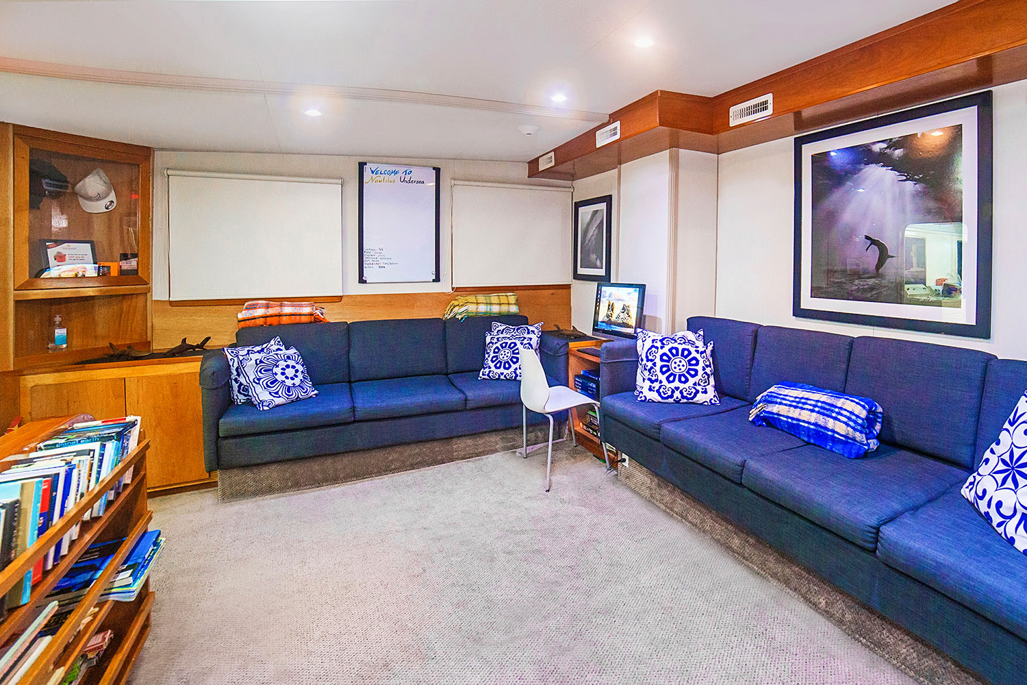 M.Y. Nautilus Under Sea Hunter - Lounge